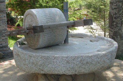 石碾 Stone mill