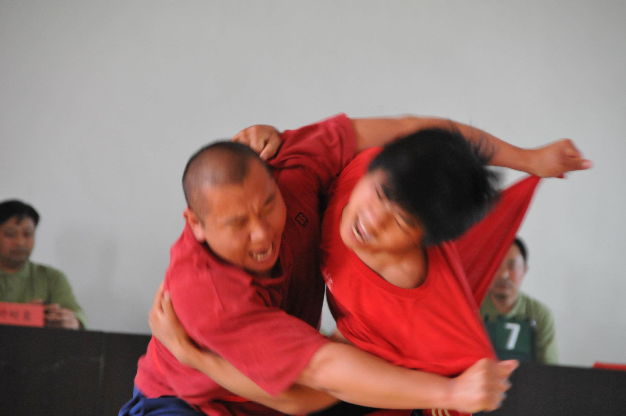This is a photo of the  2011 Daqingshan Internnational Taiji Competition. Pictured is Liu Ni (left) and Zhi Ning.