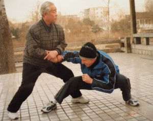 Master Li Chugong demonstrates a move on a student.